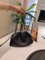 yumuşak deri siyah çanta toptan satış-Ücretsiz Kargo Deri Çanta Çanta Tasarımcısı 21 cm Yeni Varış Moda Siyah Renk Yumuşak En Çok Satan Klasik Bulut Paketi Womens Çanta Sıcak
