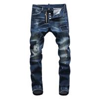 джинсы с голубыми джинсами оптовых-Европейские американские известные итальянские джинсы мужские тонкие джинсы мужские джинсовые брюки кнопка пэчворк синие дырки джинсы брюки для мужчин