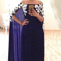 ligne de bal robes musulmanes dubai achat en gros de-Robes de soirée musulmanes rouges 2019 avec Cape A-Line Bretelles en dentelle Appliques Dubaï Arabie Arabe Formal Pageant Prom robes de soirée