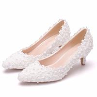 zarif beyaz düğün ayakkabıları toptan satış-Kadın Plus Size 34-43 pompaları Kadınlar Şık Beyaz Dantel Çiçek Düğün Ayakkabı Kadın 5cm Yüksek topuklu Gelin Ayakkabıları
