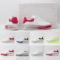 lüks koşu ayakkabıları toptan satış-Kutu Üst Kalite 2019 Deri Yastık Lüks Kadınlar Marka erkekler Beyaz Koşu ayakkabıları kırmızı womens ile Düşük Kesim Düz Tasarımcılar spor spor ayakkabıları mens