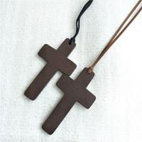 schwarze holzketten großhandel-Neue Einfache Holzkreuz halsketten Für frauen Holz Kruzifix Anhänger mit Schwarz Braun String Seil Lange ketten Modeschmuck in Groß