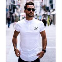 camiseta blanca con botones al por mayor-Hombres Marca Moda Verano Kanye West Sik Seda Hombres Casual Hip Hop Corte irregular Botón Manga corta Camisetas Negro Blanco verde