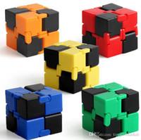 маленький пластиковый китайский оптовых-Куб кончики пальцев игрушка для декомпрессии тревога игрушка новизна и кляп рабочий класс или домашнее развлечение многоцветный выбор магия