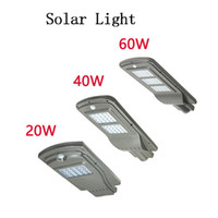 spotlicht für den außenbereich großhandel-LED Parkplatz Beleuchtung Solar Straßenlaternen 20w 40w Radarsensor Sicherheit Spot Licht wasserdicht Dämmerung bis Morgendämmerung Außenleuchte
