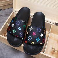 zapatos de calle de la moda de verano de los hombres al por mayor-Verano 9 Patrón amantes Marca Zapatillas Diseño de moda Hombres Mujeres Sandalias suaves Estilo de calle al aire libre Pareja Zapatos de moda