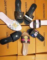 zapatos de fiesta de boda al por mayor-2017 mujeres del diseñador zapatos de tacón alto del partido de la moda remaches niñas sexy zapatos puntiagudos zapatos de baile zapatos de boda sandalias de tiras dobles