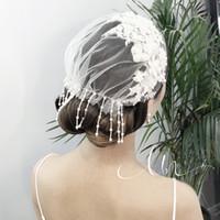 beyaz tüy aksesuarları toptan satış-2019 Yeni Geliş Birdcage Veils Beyaz Çiçekler Tüy kuş kafesi Veil Gelin Düğün Saç Parçalar Gelin Aksesuarları kap peçe şapka