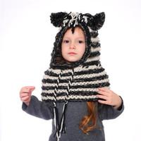 zebra çizgi film toptan satış-AMUSE 2 in 1 eşarp kap Çocuklar Bebek Llama zebra Sıcak Örme Şapka Çocuk karikatür isıtıcı Kış tığ çizgili kasketleri LJJA2815