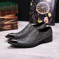 erkekler metal ayakkabı işaret etti toptan satış-Erkekler Loafer'lar Klasik Moda Tasarım Metal Sivri Burun Erkekler Düz Ayakkabı Yeni Düğün Ve Parti Ayakkabı