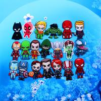schmuck brosche spinnen großhandel-Stocked Hot sale Marvel Superhelden benutzerdefinierte DIY Acryl Broschen Spider-Man Kapitän Cartoon Broschen für Modeschmuck Zubehör
