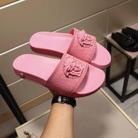 gelbe frühlings-sandalen großhandel-HEISSE 2019 SOMMER-Frauen des echten Leders Luxus Bunte Punk-Spike-Nieten Gladiator flache Zehen flach Sandalen mit Box, freies Shiping