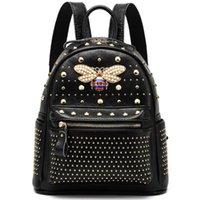 cuero genuino perla diamante al por mayor-2019 New Come Fashion Women bag Diamond Bee Bags Pearl Rivet Bolso de viaje Mochila escolar de cuero genuino Bolso femenino