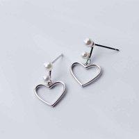 pendientes de corazón de plata de ley huecos al por mayor-Pendientes colgantes de plata esterlina de perlas de concha de corazón hueco para bodas