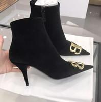 botas de tornozelo roxa mulheres venda por atacado-Venda quente Roxo Camurça Preta Ankle Boots De Couro Das Mulheres Apontou Toe Decoração de Metal Ouro Botas de Moda Ocidental Botas de Inverno de Salto Baixo