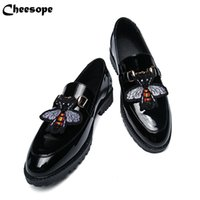 chaussures habillées en cuir verni italien achat en gros de-Hommes épais fond verni en cuir habillé chaussures de luxe de style italien de la mode hommes formelle chaussures hommes tendance tendance abeille en cuir