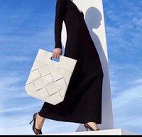 sacos de compras tecidos feitos sob encomenda venda por atacado-Novas bolsas de tecido das mulheres Bom high-end personalizado 2019 Italiano big designer handbags Sacos de compras de couro tecidos à mão Moda estilo retro