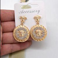 anillos barrocos al por mayor-2019 Europa y los Estados Unidos retro Baroque Mississippi de lujo pendientes de león forma anillo rhinestone pendientes clip de oreja femenina