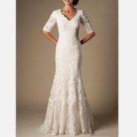 düğün beyaz dantel kılıf elbisesi toptan satış-2019 zarif beyaz dantel kılıf gelinlik sweep tren 1/2 kollu ilçe gelinlikler özel mütevazı v boyun artı boyutu gelin elbiseler