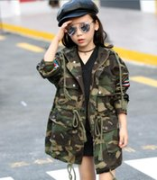 траншея для девочки оптовых-2017 spring children's clothes girls trench camouflage x-long baby girl jackets for girls boys big kids hooded trench outerwears