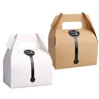 kurabiye kutuları toptan satış-Kraft Kağıt Kek Kutusu Ile 11.5 * 8 * 9 cm Kolu Düğün Parti Lehine Ambalaj Kutuları El Yapımı Hediye Için Iyi, Gıda, Sabun, Çörek, Çerez