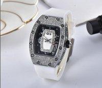 женские наручные часы оптовых-Бриллиантовые часы Леди Ледяной бриллиант Золотые тона ленты Кварцевые женские часы Luxury Relogio Masculino XFCS NEW