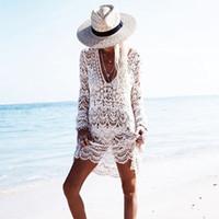 couvrir la robe de fleur achat en gros de-2018 Sexy Plage Cover Up Au Crochet Blanc Profond V Maillots De Bain Robe Dames Maillot De Bain Fleur Cover Ups Plage Tunique Saida De Praia J190623