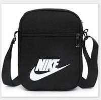 bolsas de hombro de nylon para hombres al por mayor-Famoso diseñador de marca Cross Body Bags con LettersTick Impreso Luxury Messenger Bag Men Shoulder Cross-Body Bag con cremallera cuatro colores
