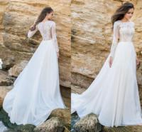 kate lace v neck dress toptan satış-Vintage Dantel Uzun Kollu Gelin Gelinlik Beyaz Şifon Jewel Boyun Çizgisi Aplike Düğmeler Geri Pileli Gelinlikler