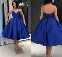 vestido corto vestido de bola corsé al por mayor-Royal Blue Short Homecoming Vestidos con cuello en V Satén Hasta la rodilla Vestido de fiesta Vestidos de fiesta Corsé Lace Up Back Vestidos de fiesta formales