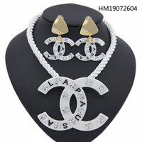 ingrosso la collana stabilisce i disegni-Orecchini di cristallo della collana della catena lunga di disegno degli insiemi dei monili di marca della lettera C di modo delle donne libere di trasporto all'ingrosso