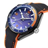 erkekler için turuncu kayış saatler toptan satış-Erkekler Otomatik Kendinden Rüzgar Mekanik Tuval Kauçuk Kayış James Bond 007 Stil Turuncu Mavi Kırmızı Dönebilen Çerçeve Klasik İzle