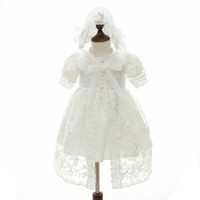neugeborene mädchen brautkleider großhandel-neugeborenes Baby kleidet Spitzebaby-Taufekleid-Taufkleidprinzessin lange Babykleider, die neugeborenen Kleiderhut 2pcs A5930 wedding sind