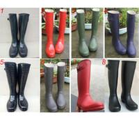 ingrosso alti stivali acqua-Stivali da pioggia alti fino al ginocchio da donna di moda Stivali da pioggia in gomma impermeabili di marca famosa Scarpe da pioggia da donna stile Inghilterra 2019 C8602