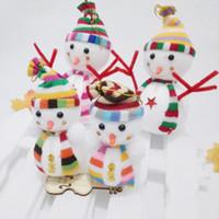 plush snowman großhandel-Neue Schneemann Puppe Weihnachtsbaum Hängende Verzierung Weihnachts Party Dekorationen Plüsch Puppe Geschenk Zufällige Farbe