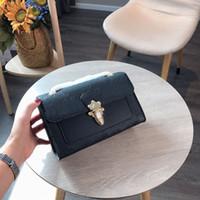 zarf crossbody cüzdan toptan satış-Zarf victoria tasarımcı lüks çanta çanta zincir kayış omuz crossbody L çiçek kabartmalı cüzdan zincir askılı bayan çantası