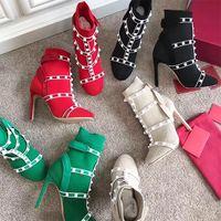 zapatos de mujer botín de tobillo al por mayor-Botas de tachuelas de diseñador de lujo Botines de punto acanalado Botín de jaula con tachuelas 105 mm para mujer Zapatos de tacón alto de cuero elástico recortado Navidad