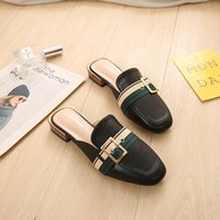 ingrosso scarpe in pelle clog-Summer Women Mules Zoccoli Shoes PU Leather Ladies Zoccoli pantofole Plus Size 43 Flats donna Shoes Simple Buckle Fashion Mules Zoccoli
