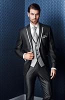 ingrosso tre pezzi di vestito nero-New Style Three Piece Black Evening Party Uomo Abiti Peak Revel Trim Fit Smoking di nozze su misura (Jacket + Pants + Vest + Tie) W: 640