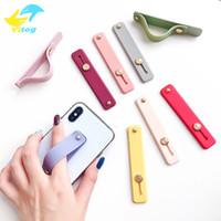 estuches telefónicos al por mayor-Los titulares Finger universal del teléfono de la mano de la banda de silicona soporte para el iPhone Samsung 11 nota 10 Caso pulsera de la correa de Push Pull Grip soporte del color del caramelo