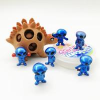 bebek bebek oyuncakları satılık toptan satış-Plastik PVC Süs Alien Şekilli El Kapsül Bebek Oyuncak Çocuklar Için Bebek Oyuncakları Hediye Sıcak Satış 0 73ty BB