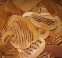 pente de madeira natural venda por atacado-1 pcs Natural De Pêssego De Madeira Pente de Barba Pente De Bolso Pente 11.5 * 5.5 * 1 cm frete grátis