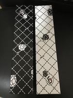 rouge à lèvres éclairé achat en gros de-NOUVEAU modèle classique rouge à lèvres parapluie avec lumière LED pour les femmes noir et blanc 3 fois luxe parapluie pluie parapluie cadeau VIP avec boîte