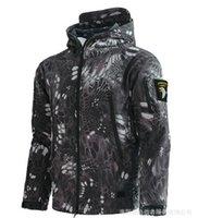 chaquetas de jersey de ciclismo al por mayor-2019 Moda al aire libre a prueba de viento impermeable de la prendas de vestir cremallera con capucha caliente acolchada chaqueta de cáscara suave de carga más el tamaño de los jerseys de ciclo de los hombres S-3XL