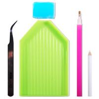 trousse à outils en strass achat en gros de-Nail Art amoureux Kit Point Glue Pen + Pinces + Boîte de rangement 1 Ensembles Dotting Tool Broderie Peinture Strass Outil
