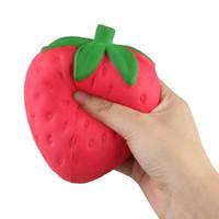 apfelform telefon großhandel-Strawberry Squishy Jumbo Simulation Fruit Shape kawaii Künstliche langsam steigende Squishies queeze Spielzeugbeutel Handyanhänger 12cm groß Colossal
