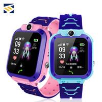 mejor reloj de control remoto al por mayor-Para niños Q12 Niños GPS Estudiante Relojes de pulsera Smartwatch Cámara remota SOS Impermeable Llamada SIM Para Android IOS Mejor regalo PK DZ09 GT08