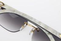 dikey altın toptan satış-Toptan Çerçevesiz Ayna Güneş Gözlüğü Sıcak 8200760 Beyaz İç Siyah Manda Boynuzu dikey şeritler ile Optik Sıcak Unisex Güneş Gözlüğü Yeni Altın