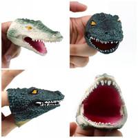 spielzeug geschichte requisiten großhandel-Kunststoff Umweltfreundliche Tiere Fingerpuppen TPR Dunkelgrün Grau Krokodil Fingerspielzeug Erzählen Sie Eine Geschichte Prop Beliebte Geschenk 3 5jx I1