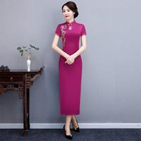 ingrosso abito rosa spandex rosa-Vestito da pulsante fatto a mano in stile cinese con ricamo rosa caldo Vestito da donna classico lungo Qipao Show femminile elegante Cheongsam femminile